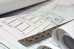 Blaupausen-Gebäude-Pläne mit Tabellierprogramm Stockfotografie