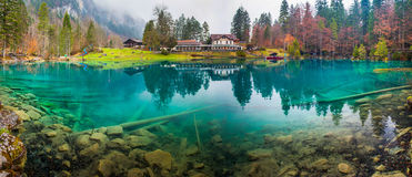 Blausee,瑞士-旅馆Forellenzucht 免版税库存图片