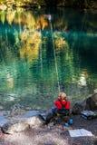 Blausee, Switerland -小钓鱼者 库存照片