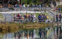 Blausee, Switerland -注意钓鱼者 库存图片