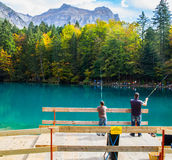 Blausee, Switerland - pesca de la trucha Imagen de archivo