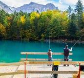 Blausee, Switerland - pesca della trota Immagine Stock