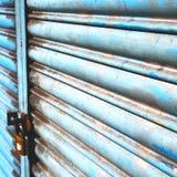blauw abstract metaal in englan het traliewerkstaal van Londen en backgroun Stock Foto's