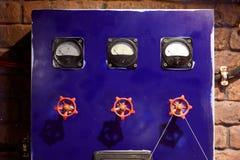 Blauw controlebord met kleppen stock afbeelding