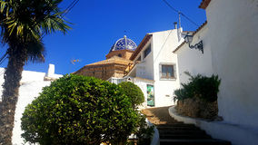 Blauw dak en witte huizen in Spanje Stock Foto's