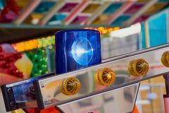 Blauw die licht van een brandauto wordt verwijderd op een carrousel stock afbeelding