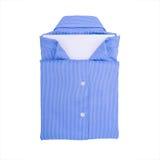 Blauw die overhemd op witte achtergrond wordt geïsoleerd Royalty-vrije Stock Foto
