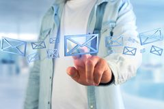 Blauw E-maildiesymbool op een kleurenachtergrond wordt getoond - het 3D teruggeven Stock Afbeelding