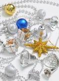Blauw en de zilveren decoratie van Kerstmis Stock Afbeelding