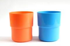 Blauw en oranje kleuren plastic glas Stock Foto
