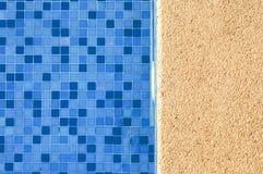 Blauw en trillend zwembad Royalty-vrije Stock Foto's
