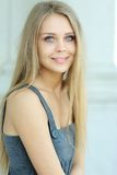 Blauw-eyed mooi meisje Stock Foto