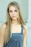 Blauw-eyed mooi meisje Royalty-vrije Stock Afbeeldingen