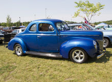 1940 Blauw Ford Deluxe Car Side View Stock Afbeelding