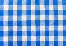 Blauw gecontroleerd stoffentafelkleed Stock Foto's