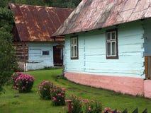 Blauw-geschilderde plattelandshuisjes Stock Foto