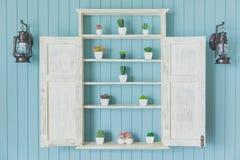 Blauw hout met de kleine decoratie van het tuinhuis stock afbeelding
