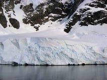 Blauw Ijs in Antarctische Sneeuw Royalty-vrije Stock Foto's