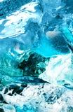 Blauw ijs in water Stock Afbeeldingen