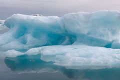 Blauw ijzig ijs royalty-vrije stock afbeeldingen