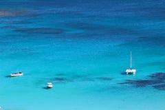 Blauw Lagunestrand in het Eiland Nacula, Yasawa, Fiji royalty-vrije stock foto