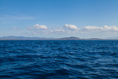 Blauw Landschap Overzeese Oceaan en Blauw Hemel Tropisch Als achtergrond Royalty-vrije Stock Fotografie