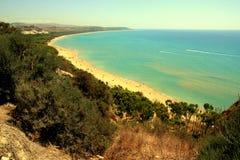 Blauw mediterraan strandzeegezicht, Sicilië stock fotografie