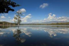 Blauw meer - Thailand Stock Afbeeldingen