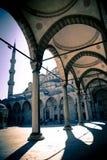 Blauw moskeebinnenplaats/Istanboel/het gespleten stemmen Stock Afbeelding