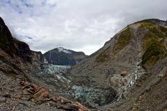 Blauw Muddy Glacier Melting op Berghelling royalty-vrije stock foto's