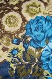 Blauw nam en groene bloemenstof toe Stock Foto's