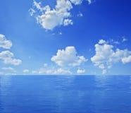 Blauw oceaanlandschap stock afbeeldingen