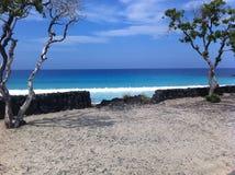 Blauw oceaanwater van Kua-het Grote Eiland Hawaï van Baaikona Stock Foto