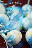 Blauw Paaseieren en lint Stock Afbeelding