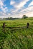 Blauw randbrede rijweg met mooi aangelegd landschap, Noord-Carolina, zomer, de toneel stock afbeeldingen