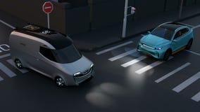 Blauw SUV vermijdt een ongeval van minivan bij kruispunt stock videobeelden