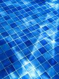 Blauw tegelpatroon in zwembad royalty-vrije stock foto's