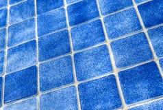Blauw tegelpatroon in zwembad stock afbeelding