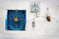 Blauw typisch venster op witte muur, Marokko, 2013 Stock Afbeeldingen