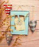 Blauw uitstekend kader met harten stock fotografie