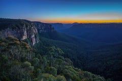 Blauw uur bij het vooruitzicht van de govettssprong, blauwe bergen, Australië 1 stock fotografie