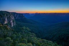 Blauw uur bij het vooruitzicht van de govettssprong, blauwe bergen, Australië 5 royalty-vrije stock foto's