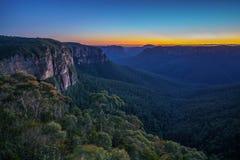 Blauw uur bij het vooruitzicht van de govettssprong, blauwe bergen, Australië 4 royalty-vrije stock foto