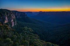 Blauw uur bij het vooruitzicht van de govettssprong, blauwe bergen, Australië 7 stock fotografie