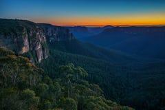 Blauw uur bij het vooruitzicht van de govettssprong, blauwe bergen, Australië 8 stock foto's