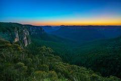 Blauw uur bij het vooruitzicht van de govettssprong, blauwe bergen, Australië 11 royalty-vrije stock foto
