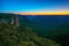 Blauw uur bij het vooruitzicht van de govettssprong, blauwe bergen, Australië 12 stock fotografie