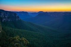 Blauw uur bij het vooruitzicht van de govettssprong, blauwe bergen, Australië 16 stock fotografie