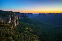 Blauw uur bij het vooruitzicht van de govettssprong, blauwe bergen, Australië 25 stock foto