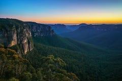 Blauw uur bij het vooruitzicht van de govettssprong, blauwe bergen, Australië 24 stock afbeeldingen
